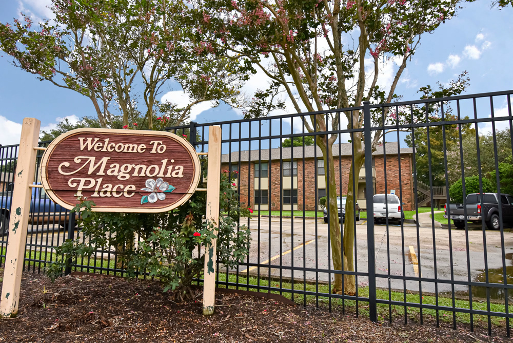 Magnolia Place Entry Sign